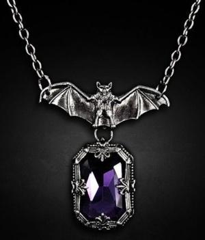 Kette Fledermaus mit violetten Stein